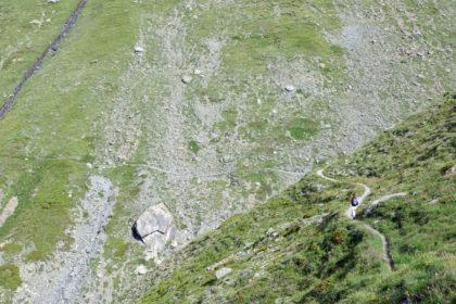 Sentier à flanc de montagne en Vanoise.