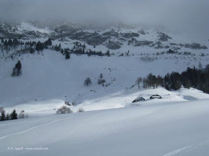 Ferme d'alpage sous la neige dans les Bauges.