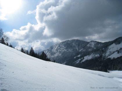 Le massif des Bauges sous la neige.