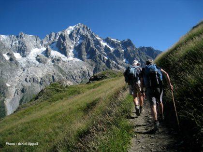 Randonnée estivale dans le massif du mont Blanc.